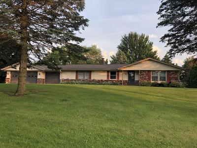 Cedarburg Single Family Home Active Contingent With Offer: 765 Cresthill Ct
