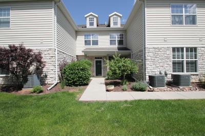 Pewaukee Condo/Townhouse For Sale: N16w26500 Meadowgrass Cir #G