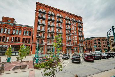 Milwaukee Condo/Townhouse Active Contingent With Offer: 191 N Broadway #508
