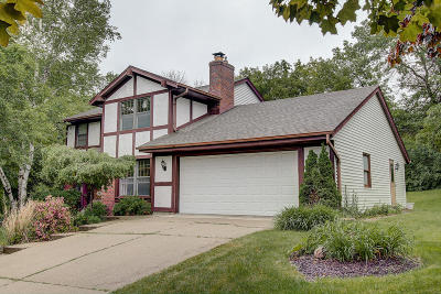 Waukesha Single Family Home Active Contingent With Offer: 701 Elk Ln