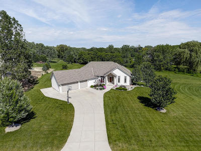Waukesha Single Family Home Active Contingent With Offer: W278s3660 Merrimac Trl