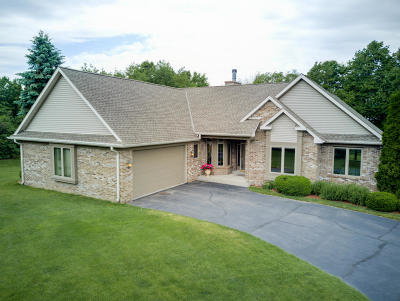 Slinger Single Family Home Active Contingent With Offer: 431 Scenic View Ct