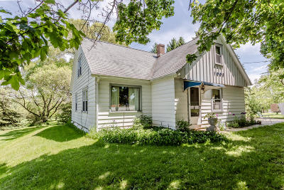Howards Grove Single Family Home For Sale: 1003 S Wisconsin Dr