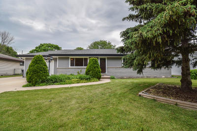Menomonee Falls Single Family Home For Sale: W172n9435 Shady Ln