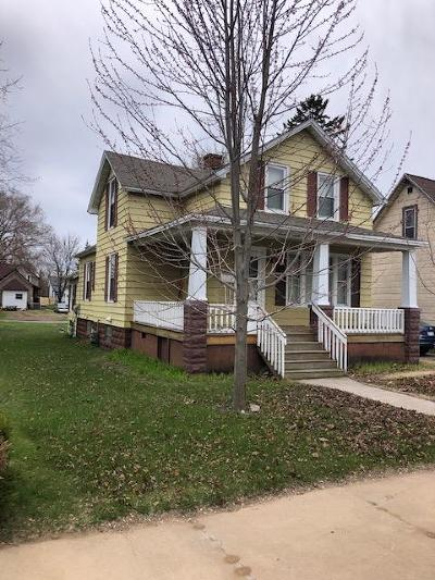 Marinette Single Family Home For Sale: 707 Carney Blvd