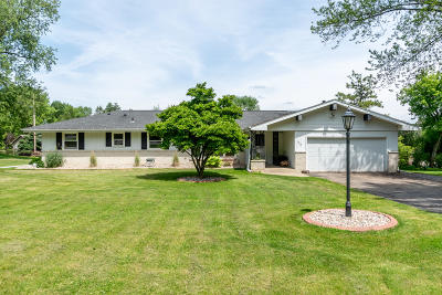 Waukesha Single Family Home Active Contingent With Offer: 1310 Sunny Crest Dr