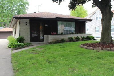 Wauwatosa Single Family Home For Sale: 2225 N 106th St