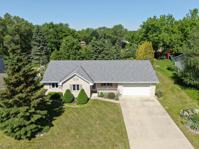 Waterford Single Family Home Active Contingent With Offer: 522 Fox River Hills Dr