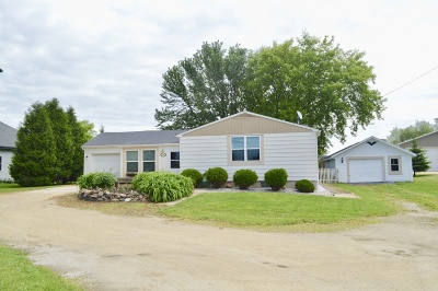 Ozaukee County Single Family Home Active Contingent With Offer: 4216 County Road Kk
