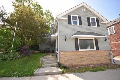Slinger Single Family Home For Sale: 212 S Kettle Moraine Dr