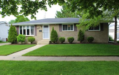 Kenosha Single Family Home Active Contingent With Offer: 8549 32nd Ave