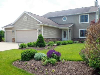 Oconomowoc Single Family Home For Sale: 219 Shore Cir