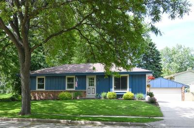 Waukesha Single Family Home Active Contingent With Offer: 2404 Brentwood Dr