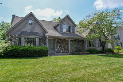 Mequon Single Family Home Active Contingent With Offer: 10220 N Foxkirk Dr