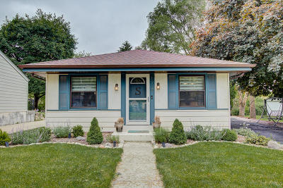 Waukesha Single Family Home Active Contingent With Offer: 1919 Santa Barbara Dr