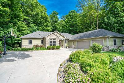 Random Lake Single Family Home For Sale: 84 King Oak Ct
