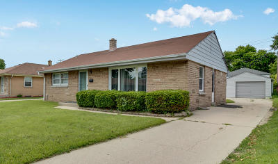 Milwaukee Single Family Home For Sale: 7038 W Lakefield Dr