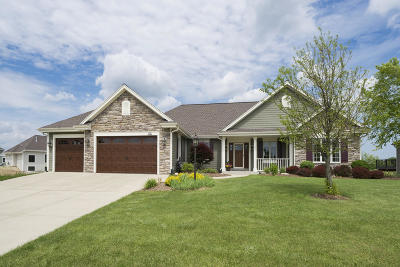 Waukesha County Single Family Home Active Contingent With Offer: W128s9020 Boxhorn Reserve Dr