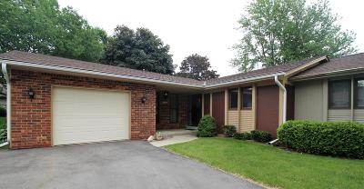 West Bend Condo/Townhouse Active Contingent With Offer: 723 Tamarack Dr E
