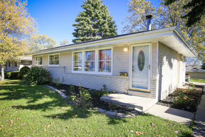 Milwaukee Single Family Home For Sale: 3812 S 85th St