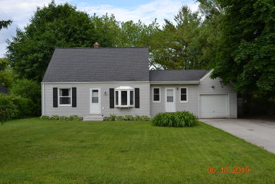Brookfield Single Family Home For Sale: 1240 Apple Tree Ln