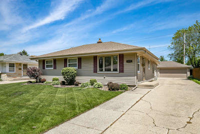 Kenosha Single Family Home Active Contingent With Offer: 8233 23rd Ave