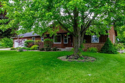Kenosha Single Family Home Active Contingent With Offer: 3019 Green Bay Rd