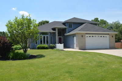 Fort Atkinson Single Family Home For Sale: 1002 Pawnee Ct