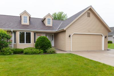 West Bend, Town Of West, Town Of Trenton Condo/Townhouse For Sale: 1420 Ridgewood Dr