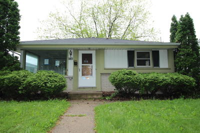 Milwaukee Single Family Home For Sale: 5736 N 77th St
