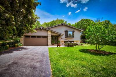 Cedarburg Single Family Home Active Contingent With Offer: 2092 Wildwood Dr