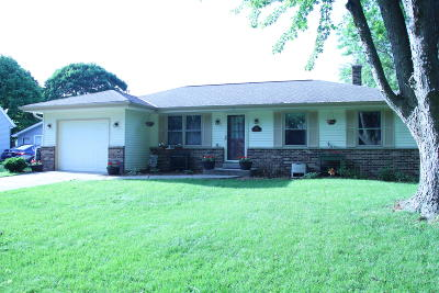 Waukesha Single Family Home For Sale: 1222 School Dr
