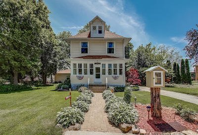 Saukville Single Family Home For Sale: 125 W Church St