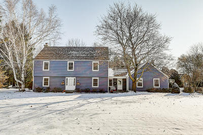 Mequon Single Family Home For Sale: 311 W Thornapple Ln