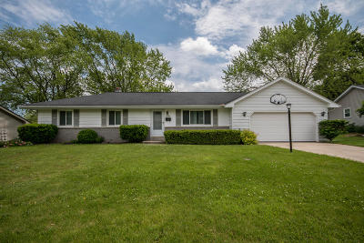 Menomonee Falls Single Family Home For Sale: N93w17285 Grand Ave