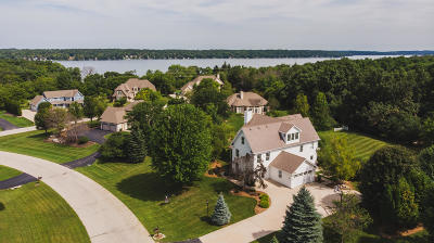 Pewaukee Single Family Home For Sale: W295n1806 Prairiewood Ct