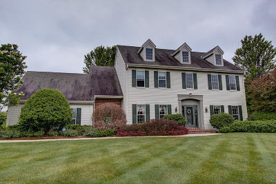 Delafield Single Family Home Active Contingent With Offer: 304 Copperfield Dr