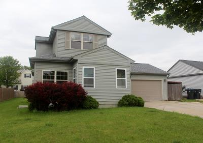 Waukesha Single Family Home For Sale: 1207 Lombardi Way