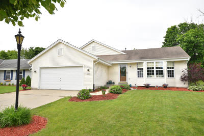 Waukesha Single Family Home For Sale: 1706 Rempe Dr