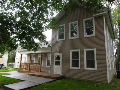 Racine Single Family Home For Sale: 1221 N Main St