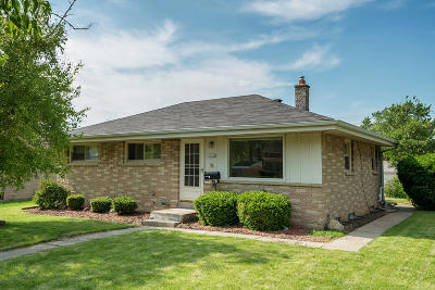 West Allis Single Family Home Active Contingent With Offer: 10128 W Cleveland Ave
