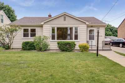 Kenosha Single Family Home Active Contingent With Offer: 7761 7th Ave