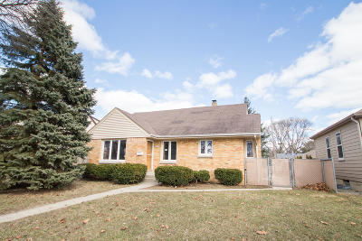 Milwaukee Single Family Home For Sale: 2756 N 89th St