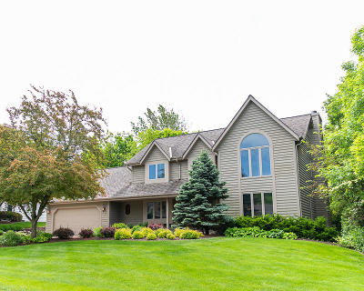 Menomonee Falls Single Family Home Active Contingent With Offer: N53w14373 Aberdeen Dr