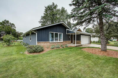 West Bend, Town Of West, Town Of Trenton Single Family Home For Sale: 706 Sheridan Dr