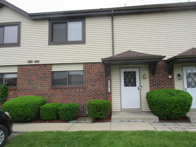 Racine County Condo/Townhouse Active Contingent With Offer: 5803 Cambridge Cir #3