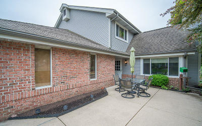 New Berlin Condo/Townhouse Active Contingent With Offer: 13588 W Fountain Ct