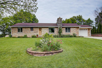 Ozaukee County Single Family Home Active Contingent With Offer: 385 Pheasant Ln