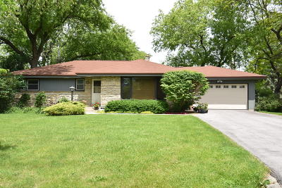 Milwaukee County Single Family Home For Sale: 9026 N Iroquois Rd