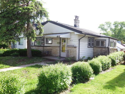 Milwaukee Single Family Home For Sale: 5926 N 68th St